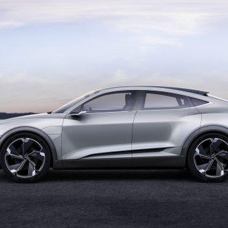 voiture grise Audi e-tron Sportback concept