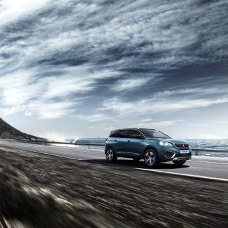 Peugeot 5008 voiture bleue
